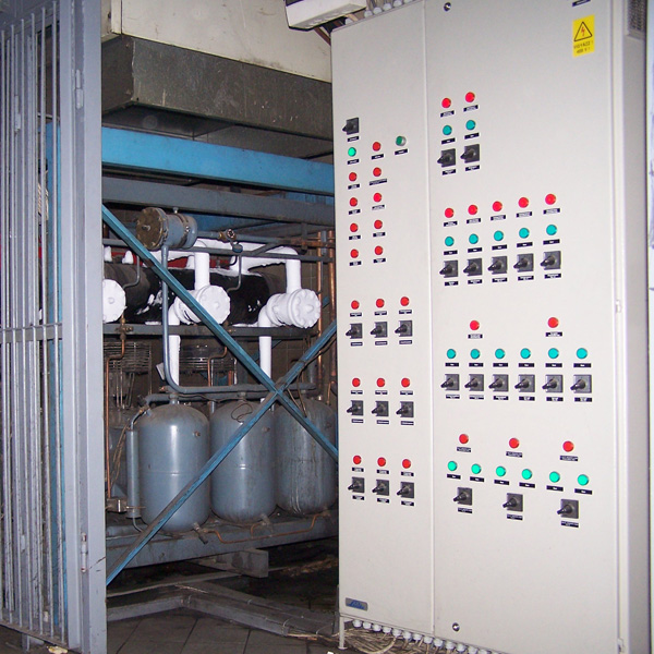 Refrigeration system with our control cabinet